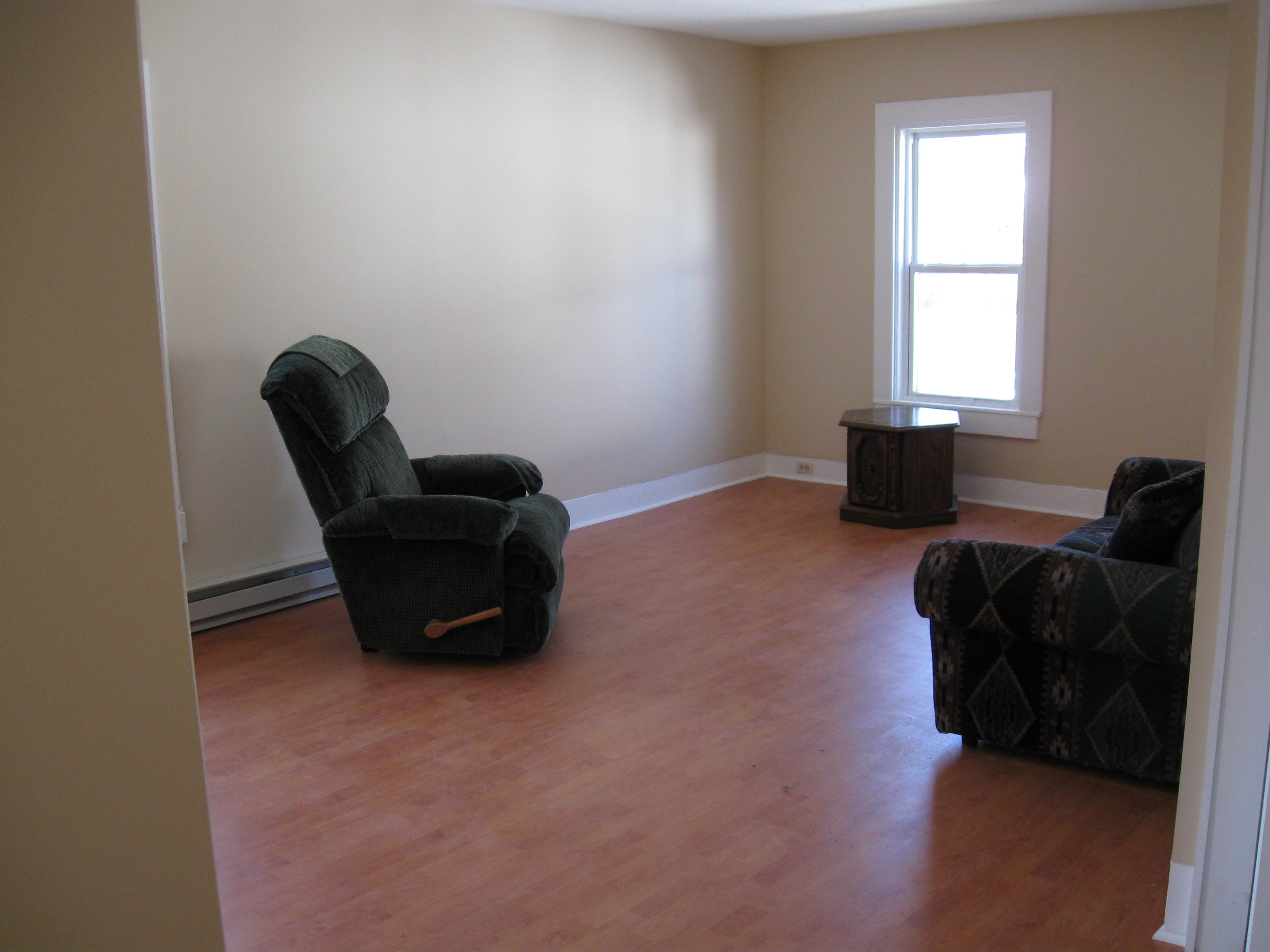 11 Handley Upper - Living Room